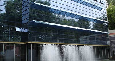 Glass facade and glass unitasede facade